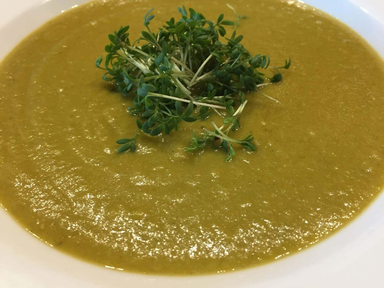 Gemüsesuppe mit Kresse