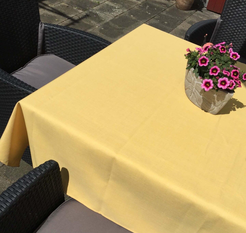 Tischdecke Lino auf Gartentisch