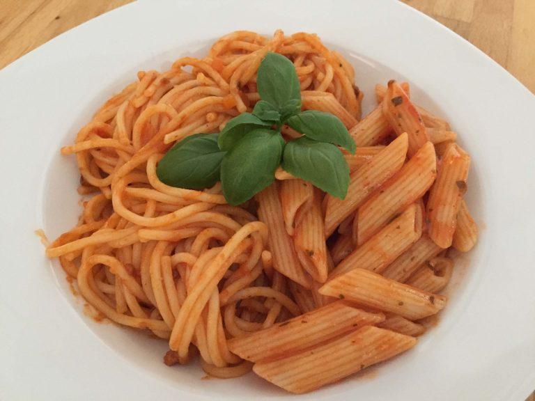 Tellerbild Barilla Penne Arrabbiata und Spaghetti Bolognese