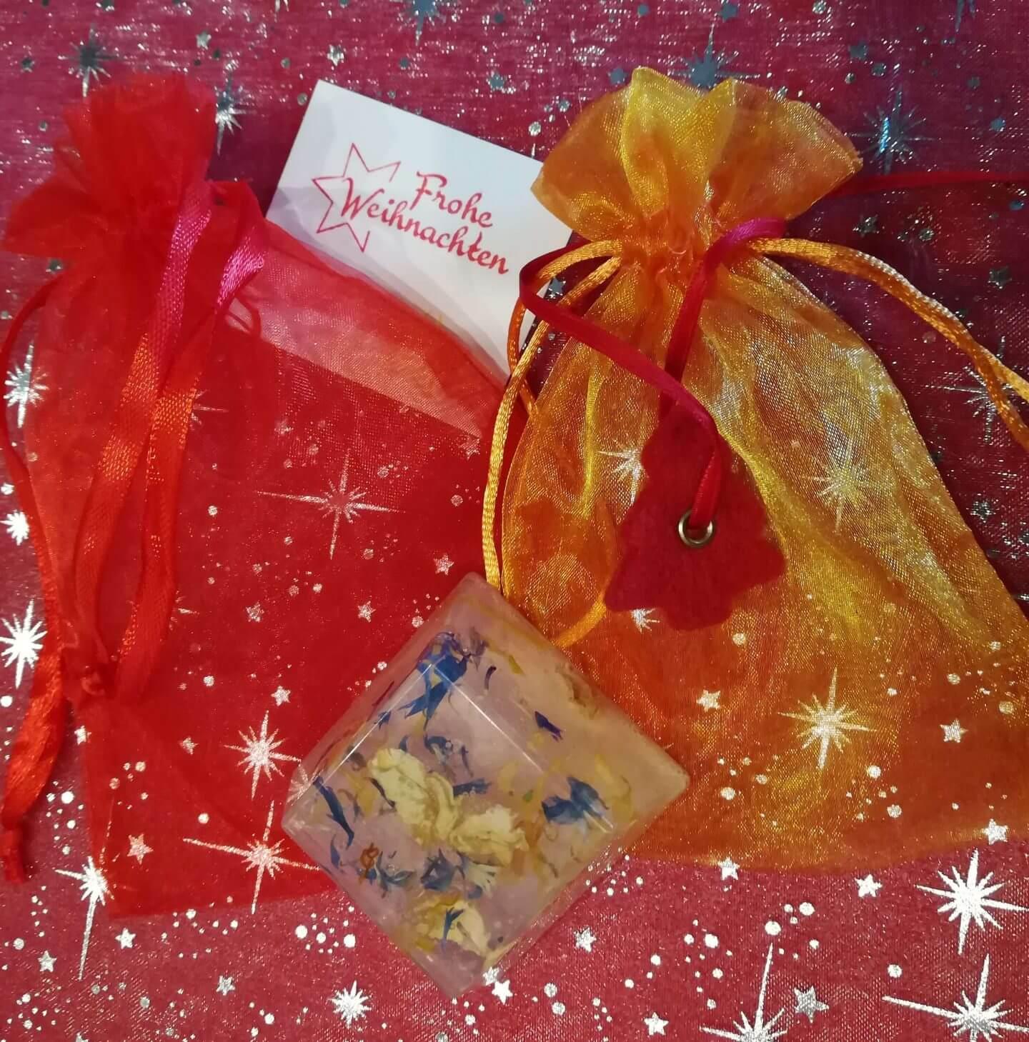 Blüten-Seife und Verpackungsmaterial