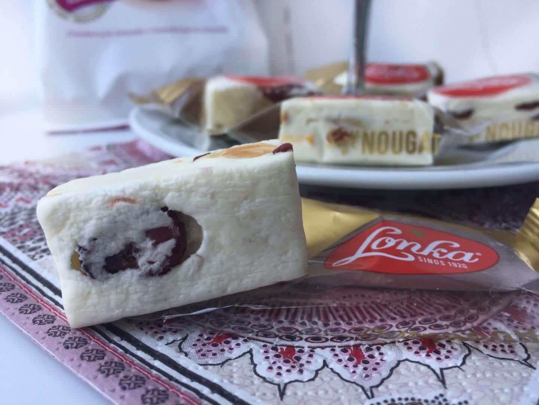 onka Soft Nougat mit Cranberry und Mandel ausgepackt