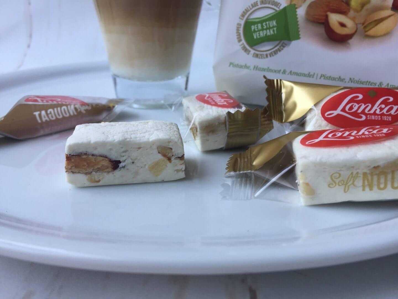 Lonka Soft Nougat mit Pistazie, Haselnuss und Mandel ausgepackt