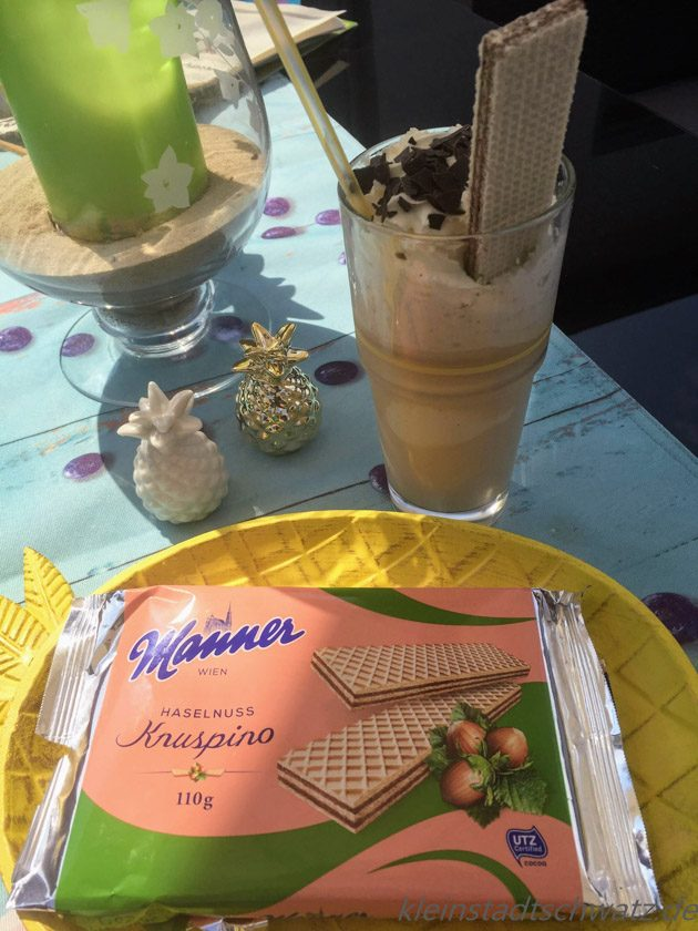 Manner Knuspino Haselnuss zum Eiskaffee