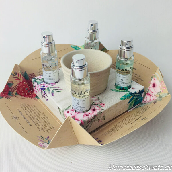Sample Verpackung der Alverde Naturdüfte mit Blumentöpfchen